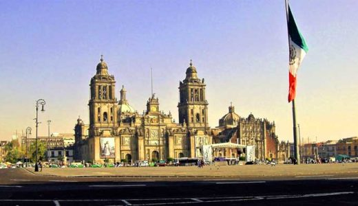 「メキシコ」文化、明るい音楽と舞踊、要塞化した教会